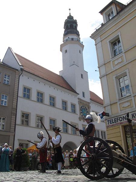 Ratusz z muzeum i XVII wieczna straż
