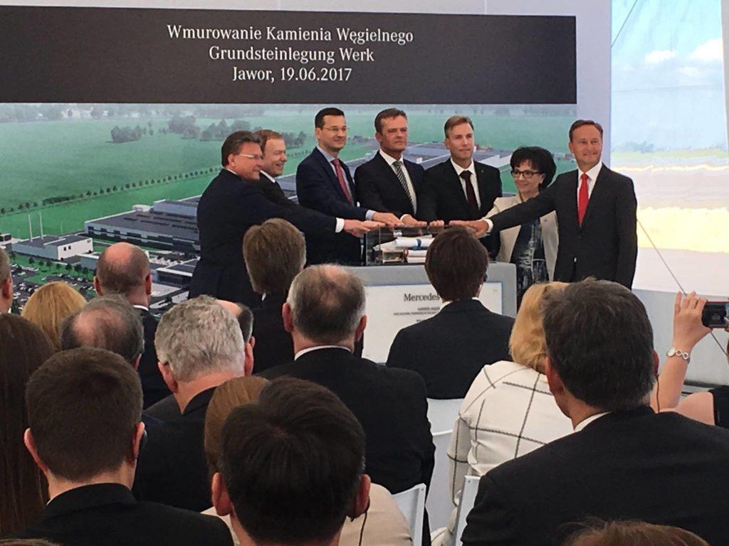 Wmurowanie kamienia węgielnego pod pierwszą fabrykę silników Mercedesa w Polsce