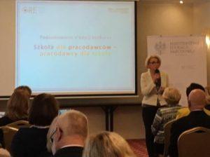 Wiceminister Edukacji Narodowej Marzena Machałek podsumowująca  cykl seminariów branżowych