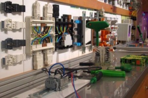 Firma WAGO ELWAG w Technikum Mechatronicznym